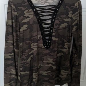 Women's long sleeved camo lace up NWOT